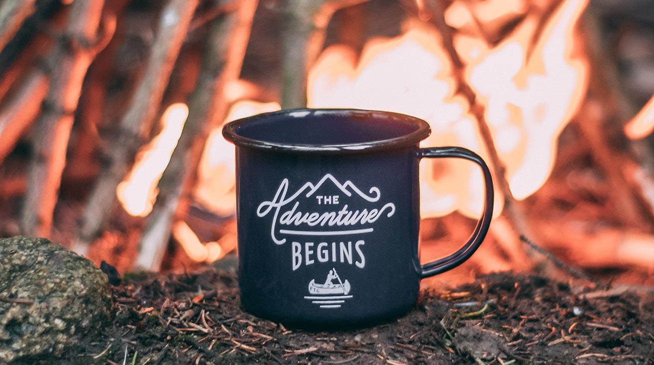 Kaffe smakar bäst i naturen. Foto: Ole Witt / Unsplash (bilden är beskuren)
