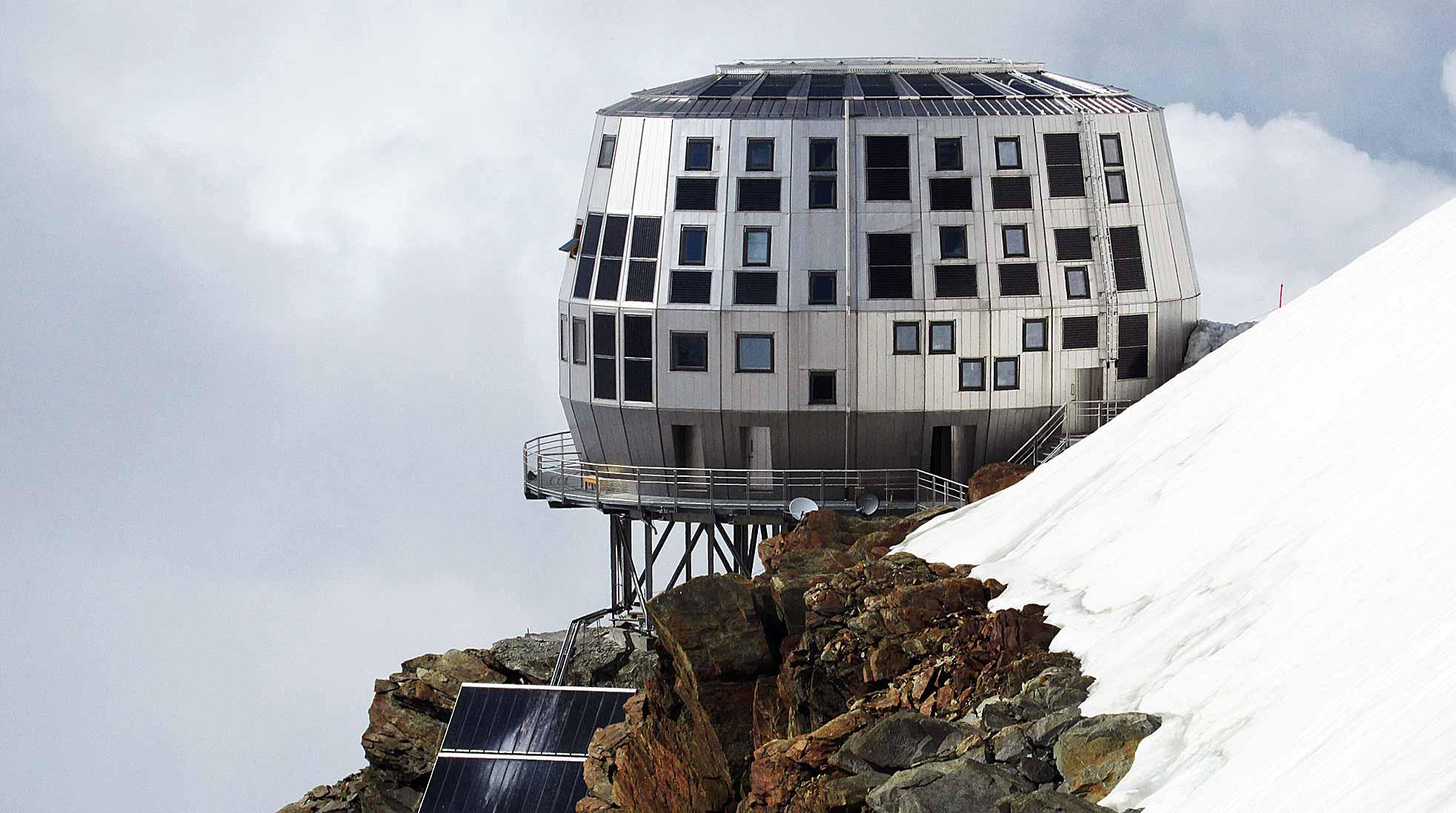Refuge du Goûter, Mont Blanc, Frankrike. Foto: Coronium via Wikimedia Commons (CC BY-SA 3.0)
