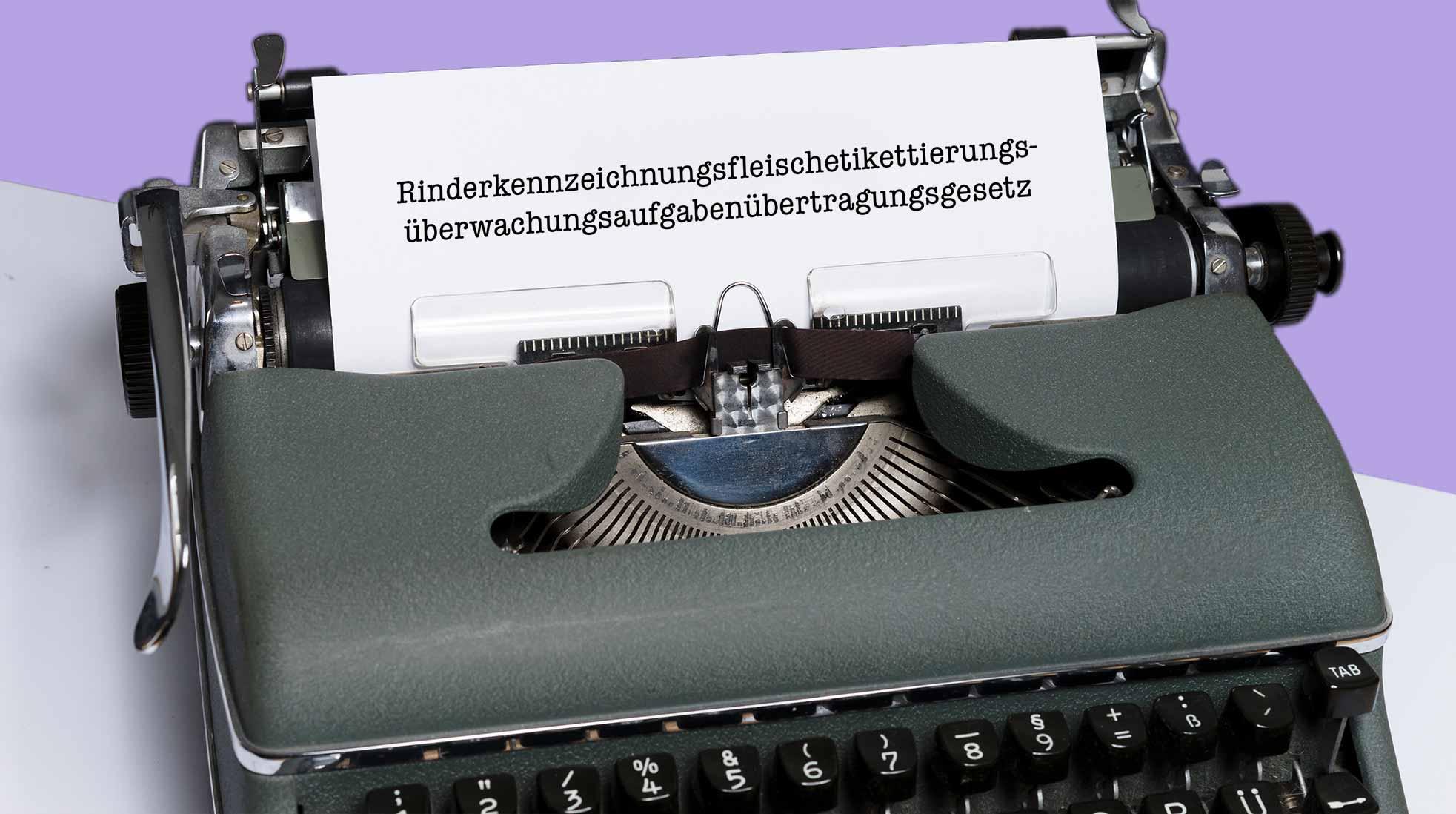 En gammal tysk skrivmaskin. Foto:  Markus Winkler / Unsplash (bilden har redigerats).