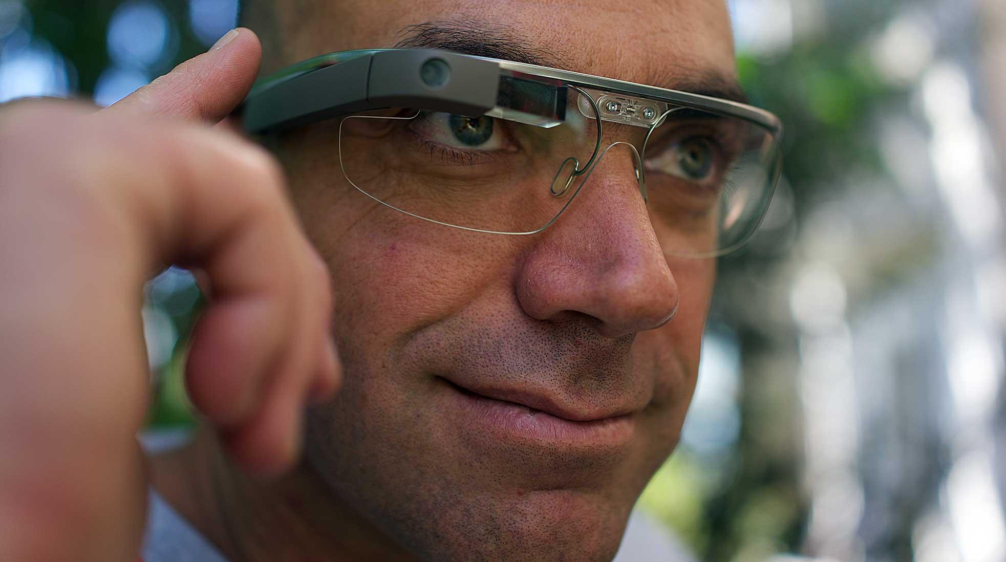 En man som bär Google Glass. Foto: Loïc Le Meur via Wikimedia Commons (CC BY 2.0).